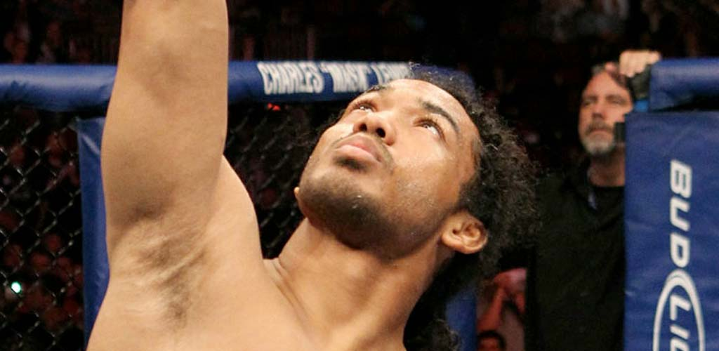 Smooth Benson Henderson retains title and gets engaged after