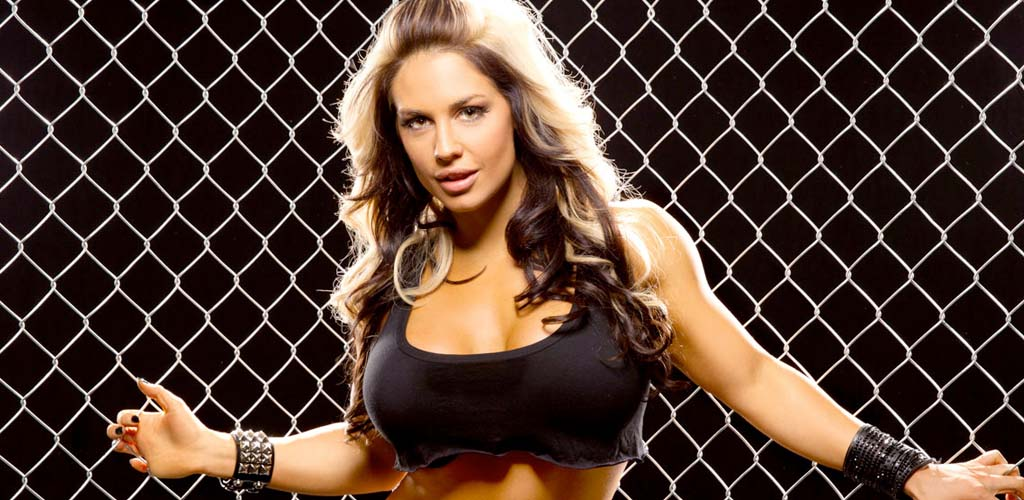 Former WWE Diva Kaitlyn poses nude for Bodybuilding.com feature