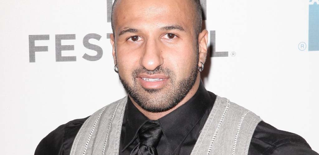 Former WWE and TNA Superstar Daivari in train rescue