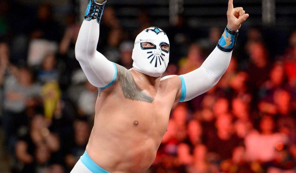 Sin Cara undergoes knee surgery