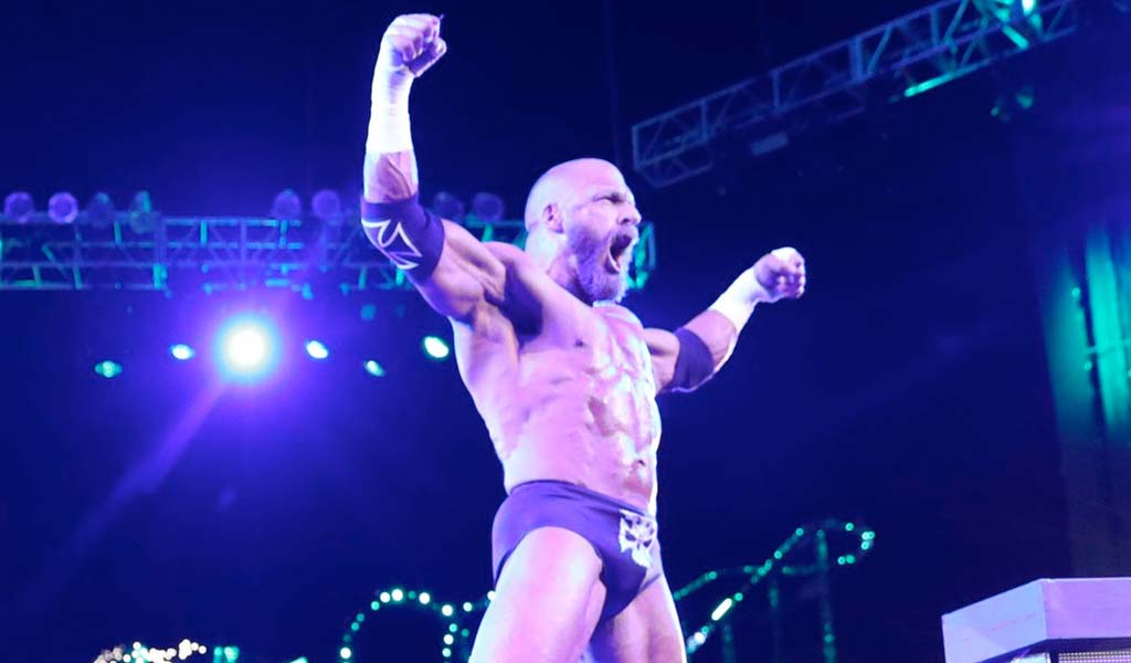 Triple H undergoes successful surgery to repair torn pectoral muscle