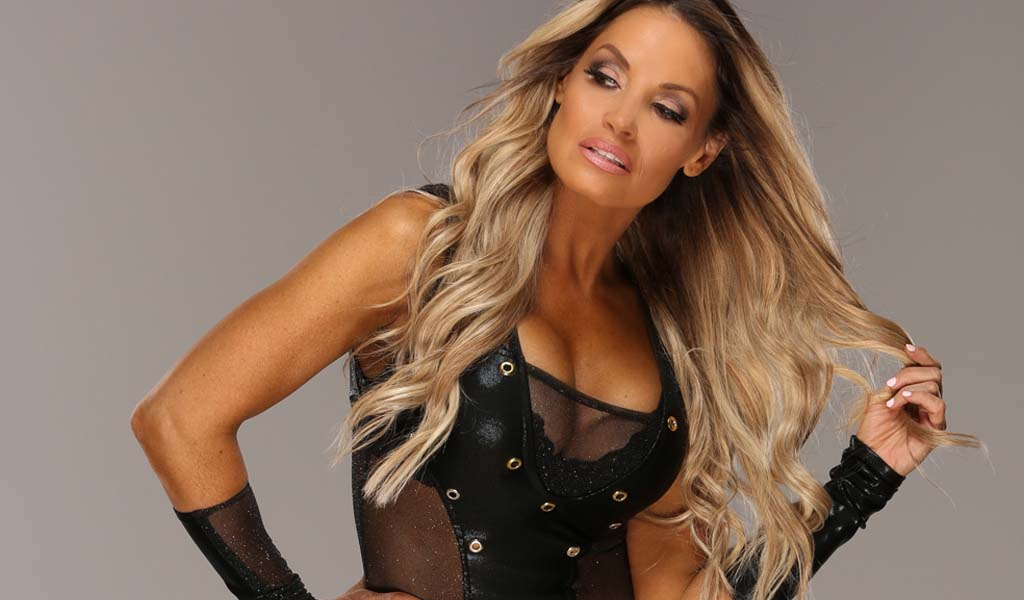 Trish Stratus makes surprise appearance on Monday Night Raw