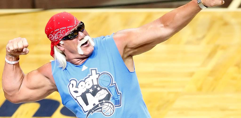 Hulk Hogan loses arm wrestling match to Toronto Mayor
