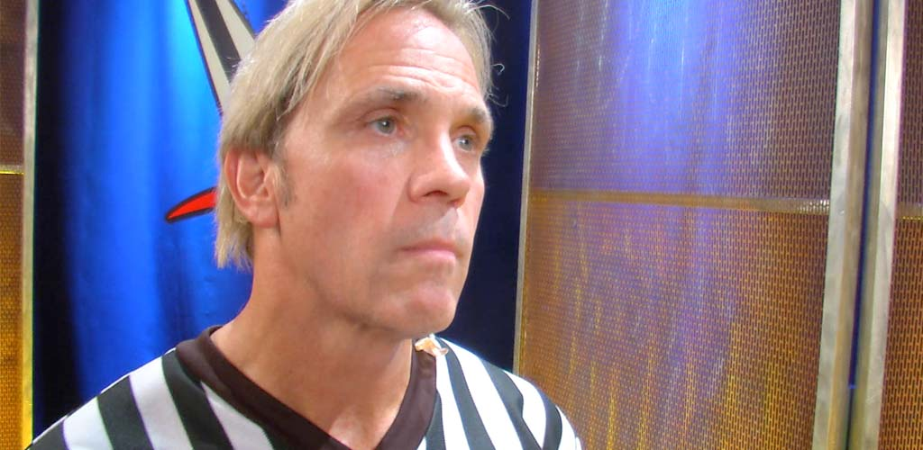 WWE ref Charles Robinson apologizes for dropping F-bomb on Raw