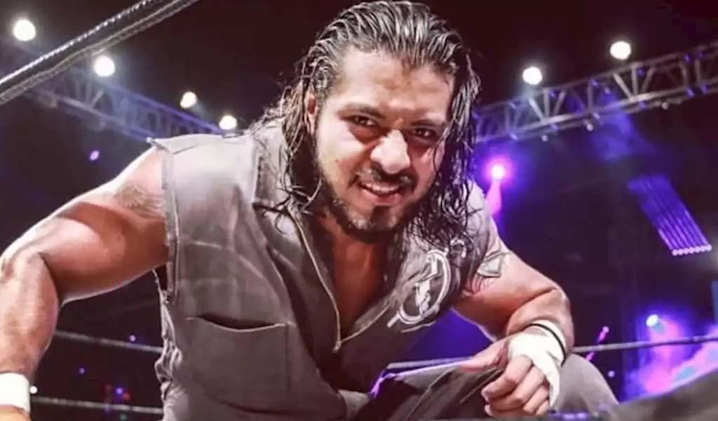 Hijo del Fantasma signs with WWE