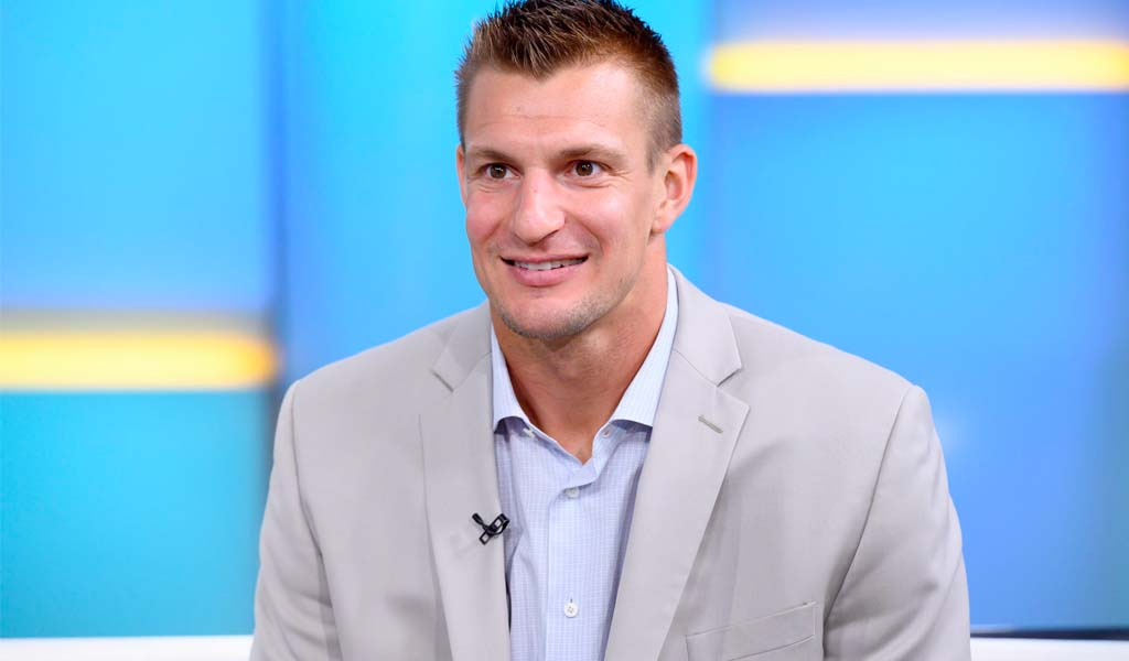 WWE 24/7 champ Rob Gronkowski coming out of retirement to return to NFL
